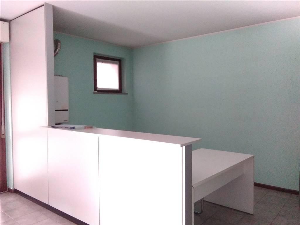 Immobile Commerciale in affitto a Sondrio, 2 locali, prezzo € 500 | PortaleAgenzieImmobiliari.it
