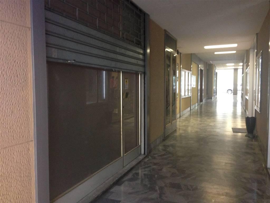 Immobile Commerciale in affitto a Sondrio, 2 locali, zona Località: CENTRALISSIMA, prezzo € 300 | PortaleAgenzieImmobiliari.it