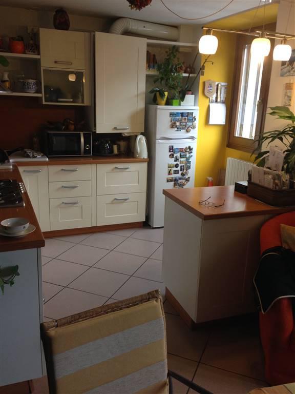 Casa semi indipendente in Via Barozzera, Piateda