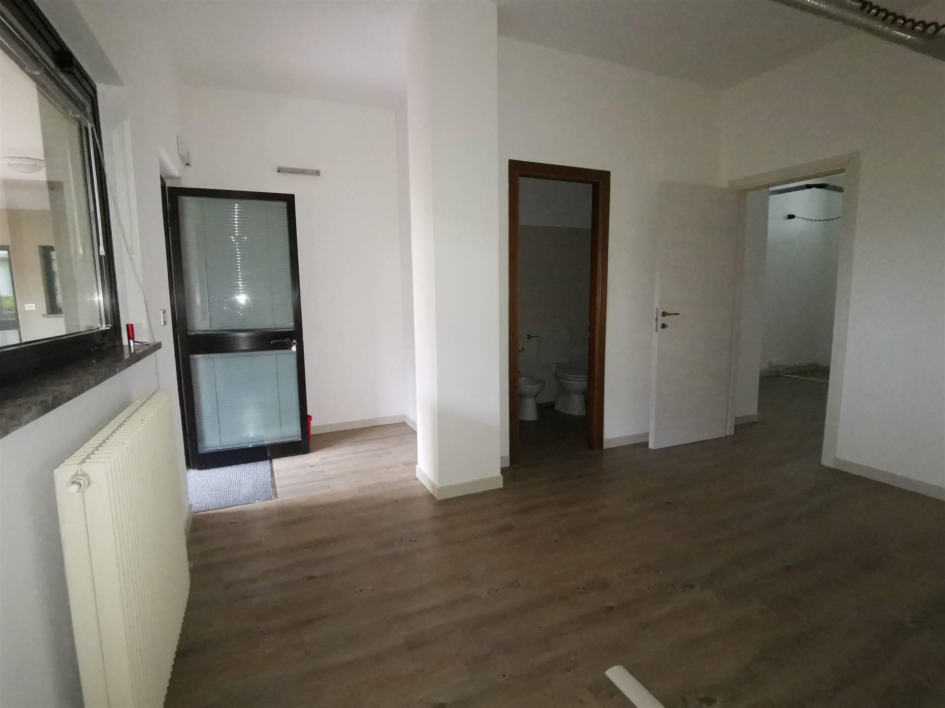 Immobile Commerciale in affitto a Sondrio, 1 locali, zona Località: PERIFERICA SUD: VANONI GIULIANI, prezzo € 300 | PortaleAgenzieImmobiliari.it