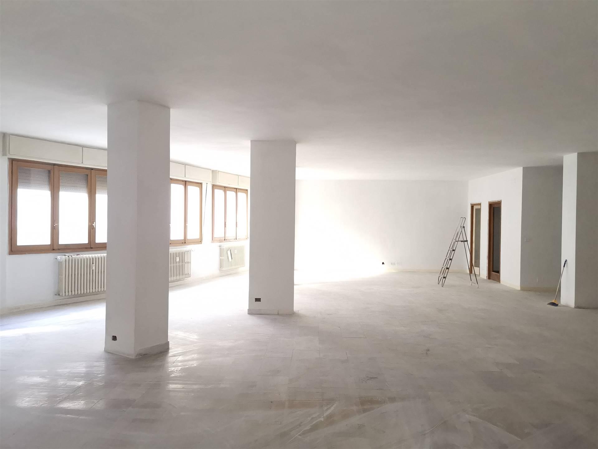 Ufficio / Studio in vendita a Sondrio, 4 locali, zona Località: CENTRO, prezzo € 115.000 | CambioCasa.it