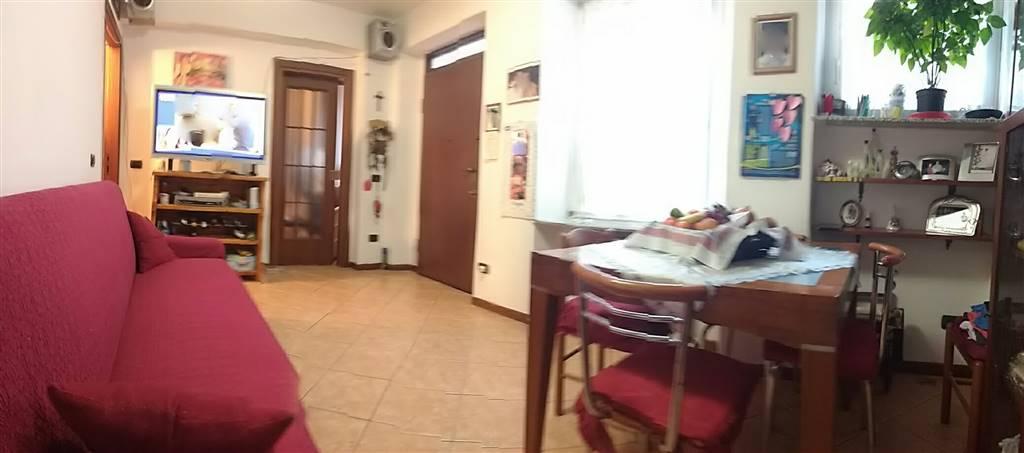 vista dal soggiorno alla cucina