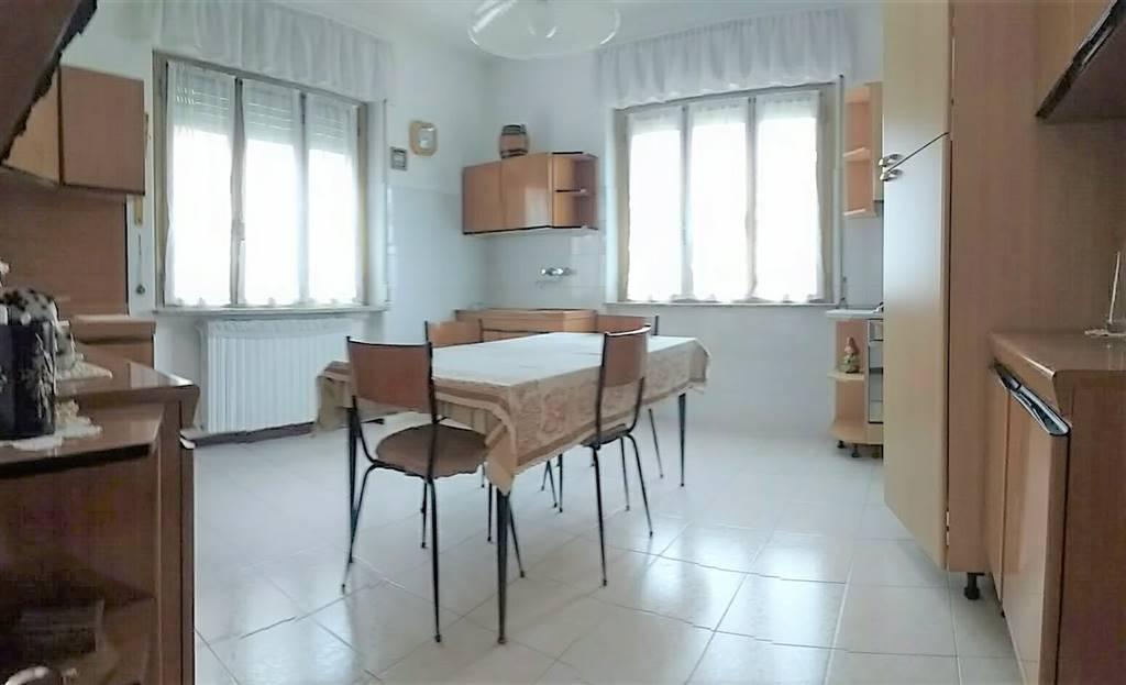 appartamento piano rialzato cucina