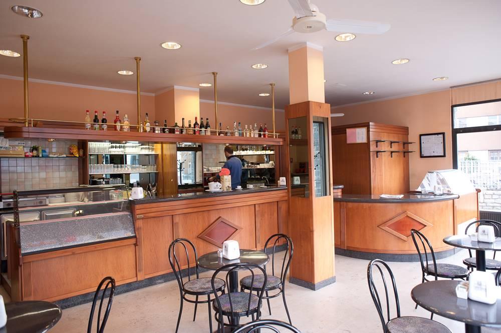 Bar in affitto a Aosta, 9999 locali, zona Zona: Centro, prezzo € 1.000 | CambioCasa.it