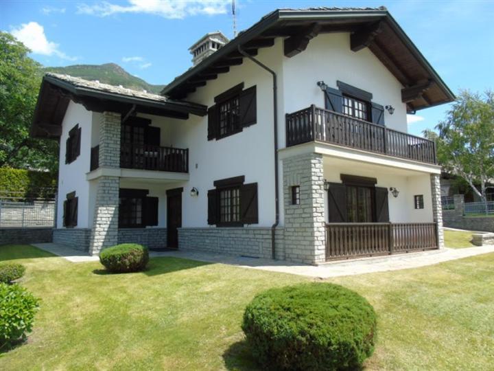 Attico / Mansarda in affitto a Quart, 2 locali, zona Zona: Villair, prezzo € 320 | CambioCasa.it