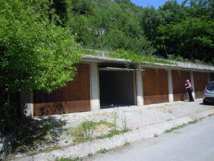 Box / Garage in Vendita a Quart