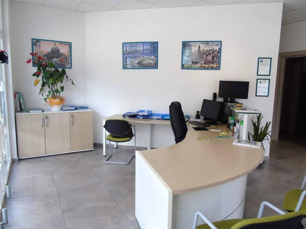 Ufficio / Studio in affitto a Quart, 3 locali, zona Zona: Villair, prezzo € 1.350   CambioCasa.it