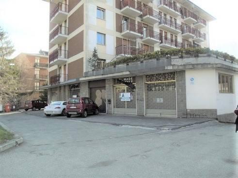 Negozio / Locale in vendita a Aosta, 8 locali, zona Zona: Semicentro, prezzo € 298.000 | CambioCasa.it