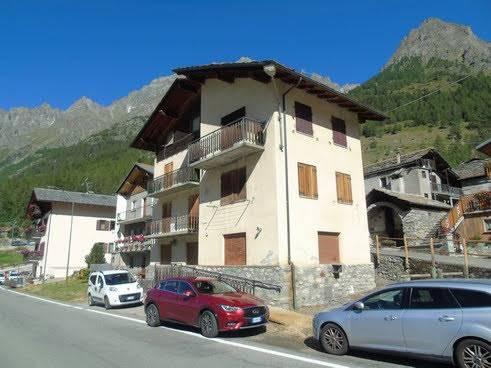 Rustico / Casale in vendita a Bionaz, 19 locali, zona Località: DZOVENNOZ, prezzo € 195.000 | CambioCasa.it