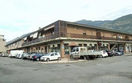 Negozio / Locale in vendita a Aosta, 5 locali, zona Zona: Periferia, prezzo € 518.000 | CambioCasa.it