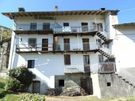 Rustico / Casale in vendita a Gignod, 27 locali, prezzo € 523.000 | CambioCasa.it