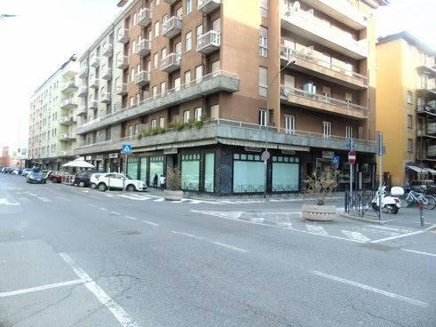 Negozio / Locale in affitto a Aosta, 4 locali, zona Zona: Centro, prezzo € 3.000 | CambioCasa.it
