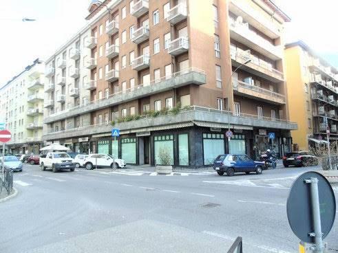Negozio / Locale in affitto a Aosta, 2 locali, zona Zona: Centro, prezzo € 1.800 | CambioCasa.it