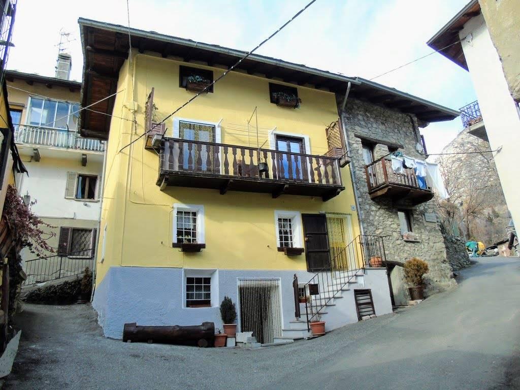 Soluzione Indipendente in vendita a Chatillon, 6 locali, prezzo € 190.000 | CambioCasa.it