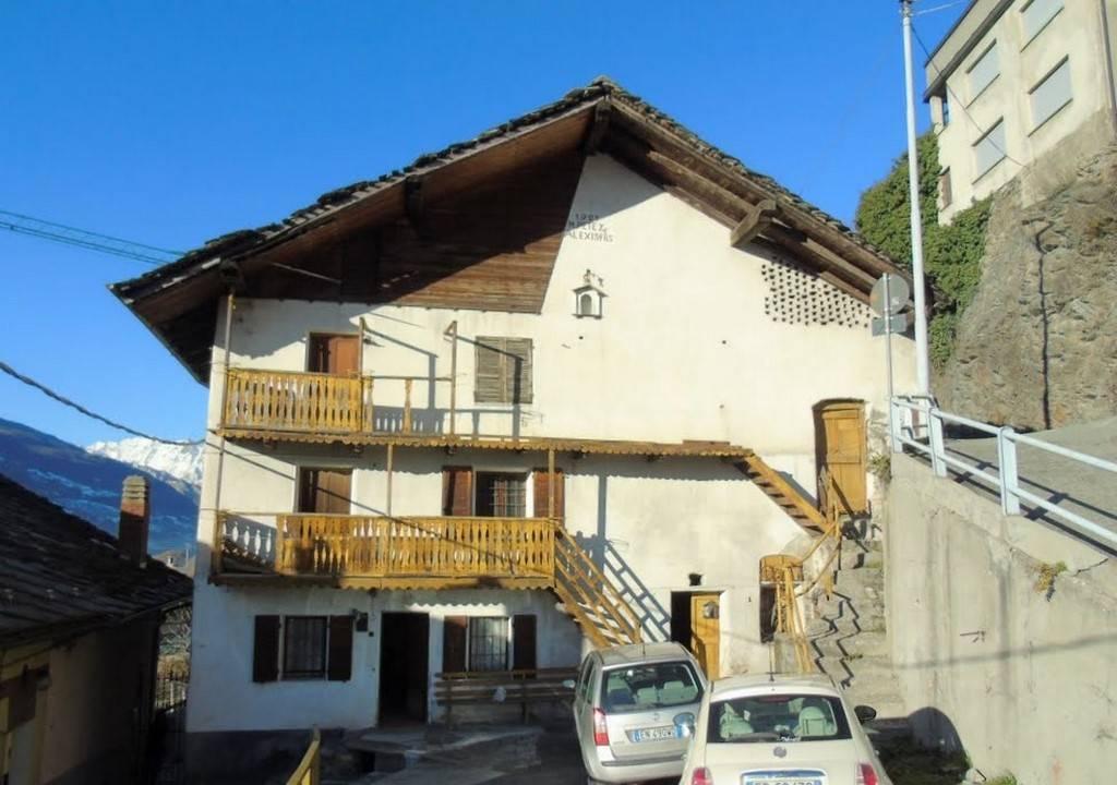 Rustico / Casale in vendita a Quart, 12 locali, zona Zona: Villair, prezzo € 290.000 | CambioCasa.it
