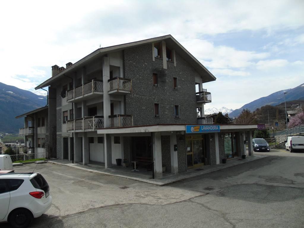Negozio / Locale in affitto a Saint-Christophe, 1 locali, prezzo € 400 | CambioCasa.it