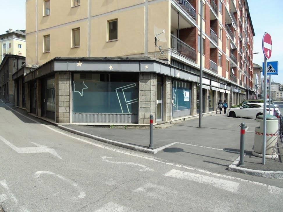 Locale commerciale in Via Chambéry, Centro, Aosta