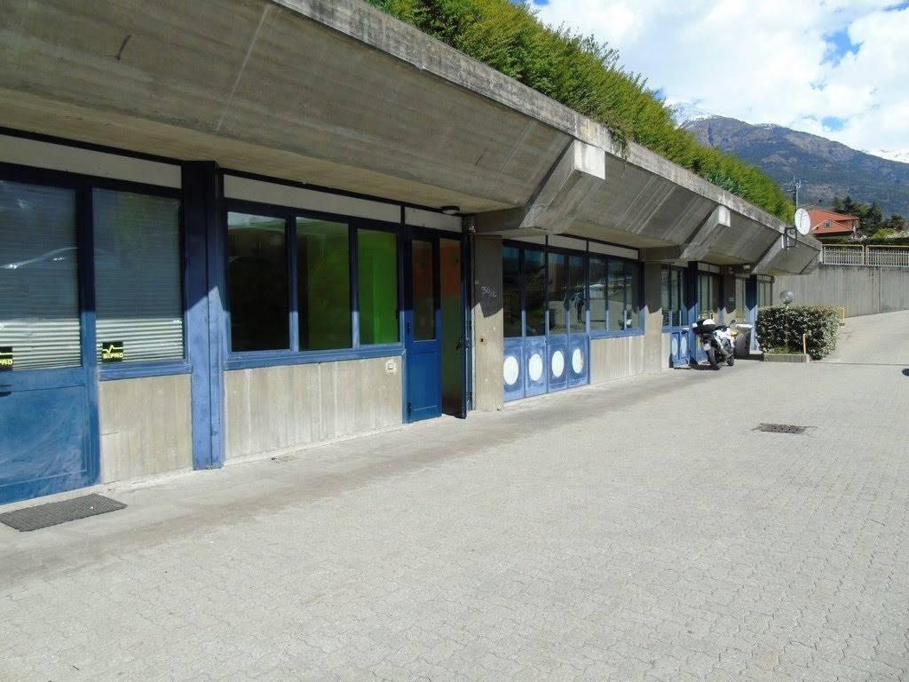 Negozio / Locale in vendita a Aosta, 4 locali, zona Zona: Centro, prezzo € 250.000 | CambioCasa.it