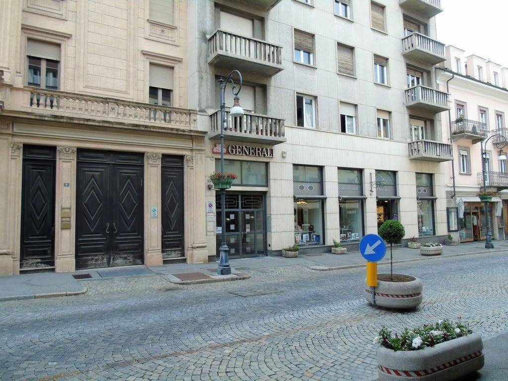 Appartamento in affitto a Aosta, 5 locali, zona Zona: Centro, prezzo € 550 | CambioCasa.it