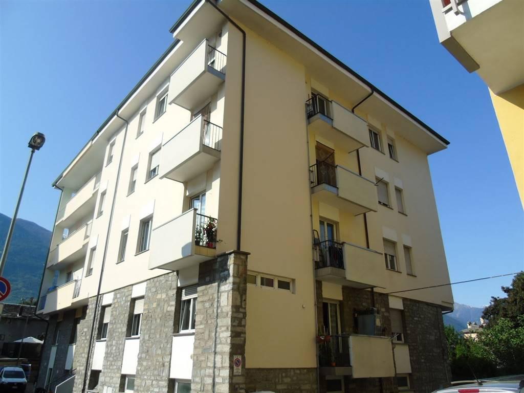 Trilocale in Via Abbé Henry, Centro, Aosta