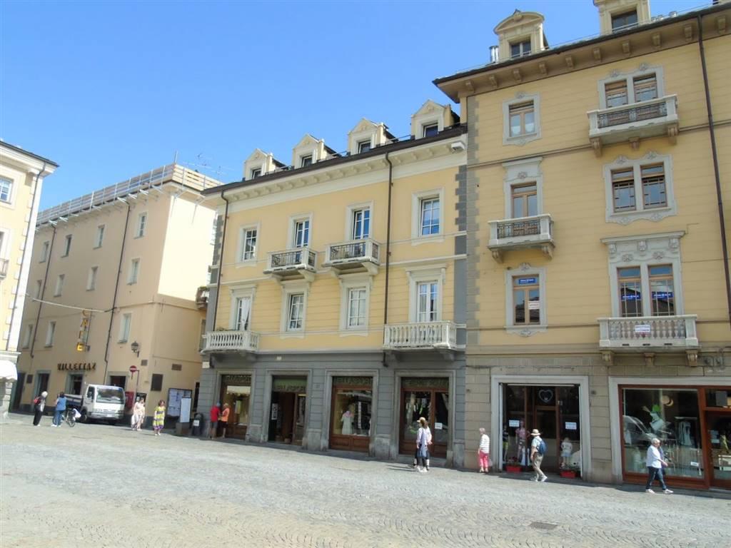 Appartamento in affitto a Aosta, 3 locali, zona Zona: Centro, prezzo € 750 | CambioCasa.it
