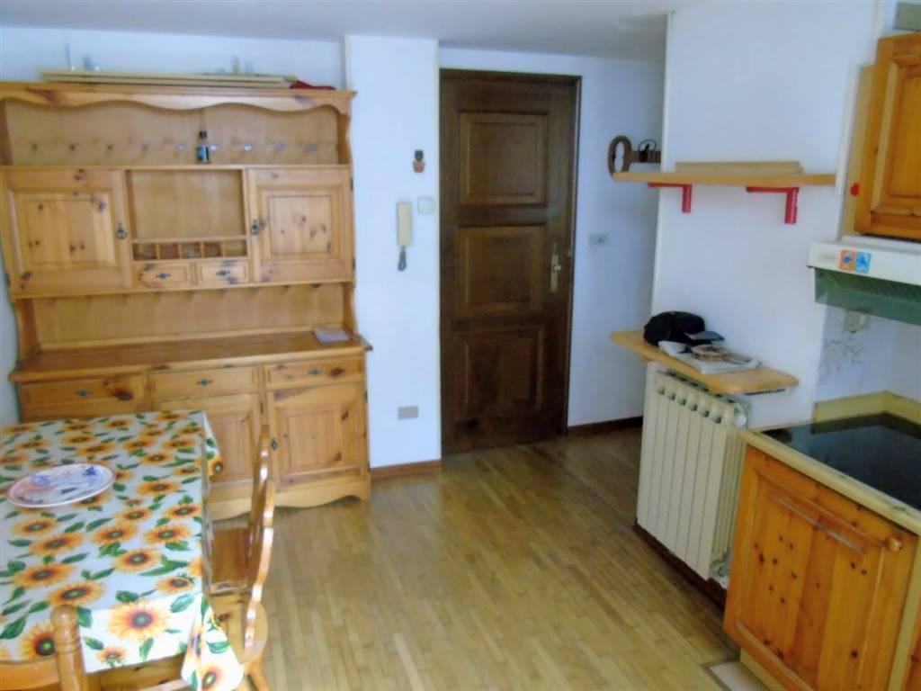 Appartamento in affitto a Aosta, 2 locali, zona Zona: Centro, prezzo € 430 | CambioCasa.it