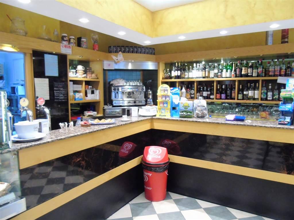 Bar in vendita a Aosta, 2 locali, zona Località: CENTRO CITTÀ, Trattative riservate | CambioCasa.it