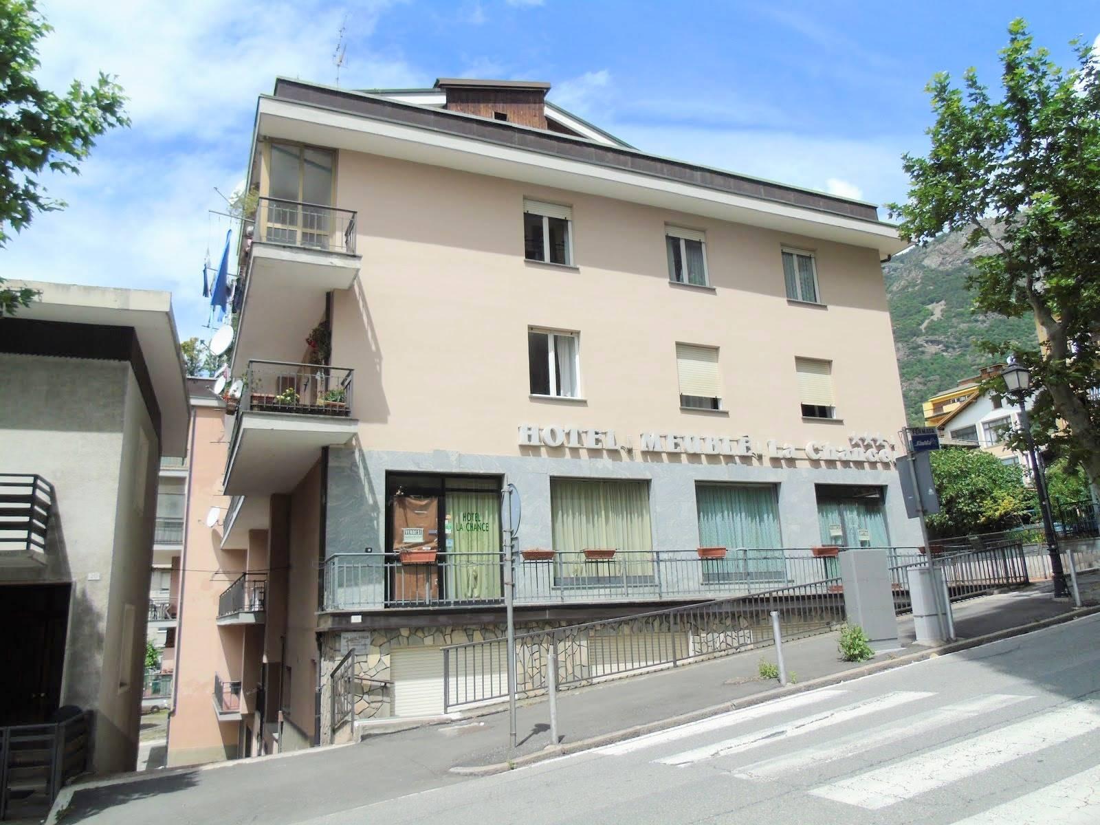 Albergo in affitto a Saint-Vincent, 13 locali, prezzo € 1.500 | PortaleAgenzieImmobiliari.it
