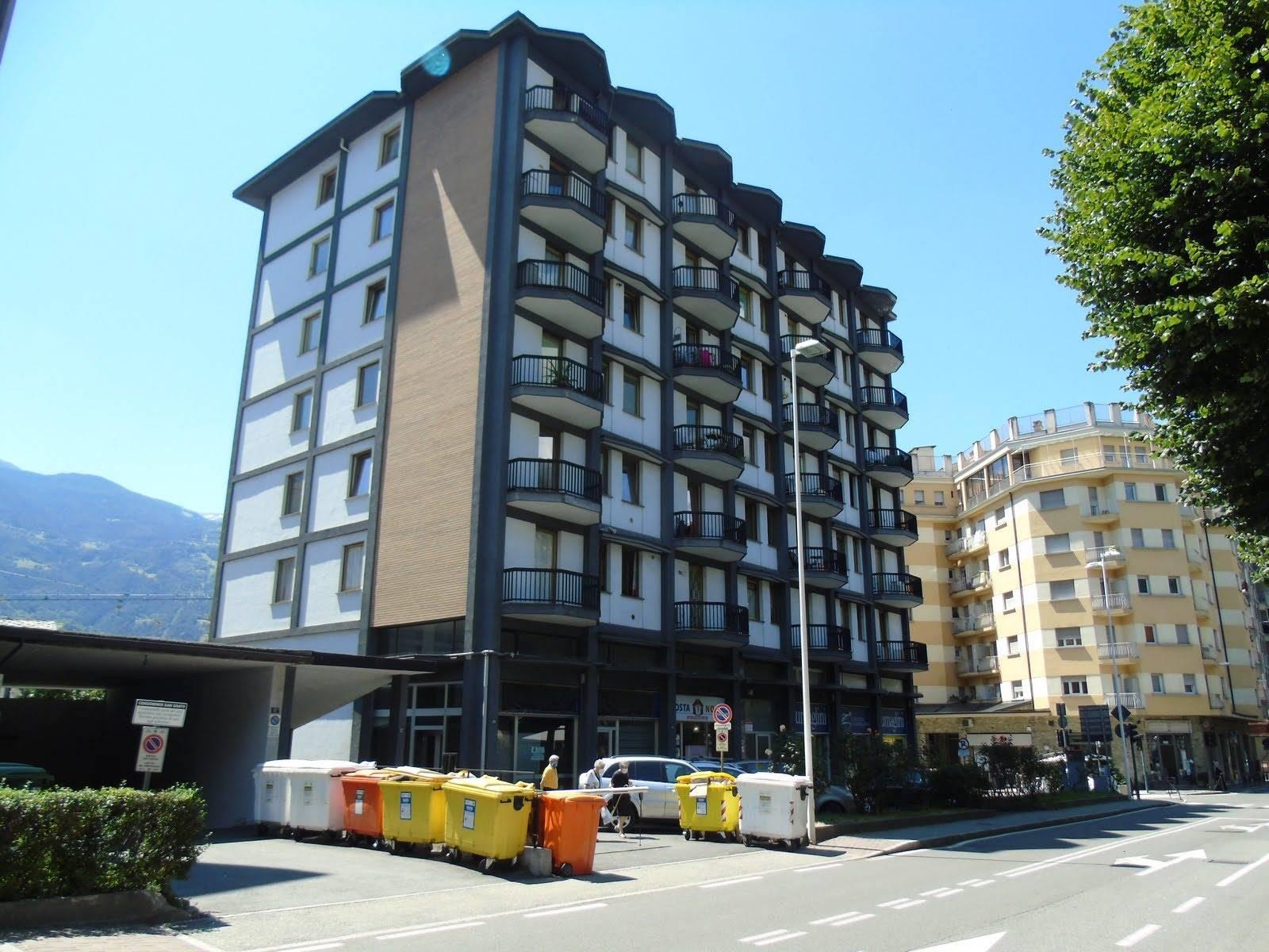 Immobile Commerciale in vendita a Aosta, 2 locali, zona Zona: Centro, prezzo € 70.000 | CambioCasa.it