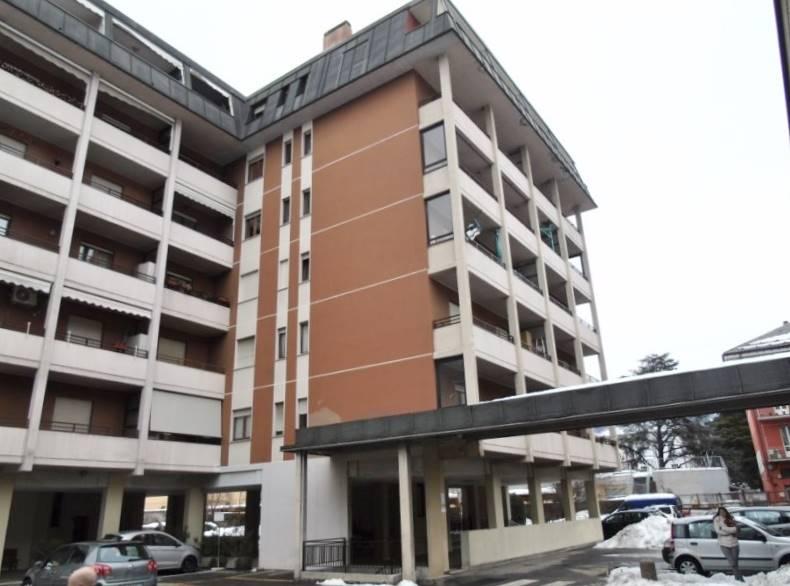 Appartamento in affitto a Aosta, 4 locali, zona Località: CENTRO CITTÀ, prezzo € 550 | PortaleAgenzieImmobiliari.it