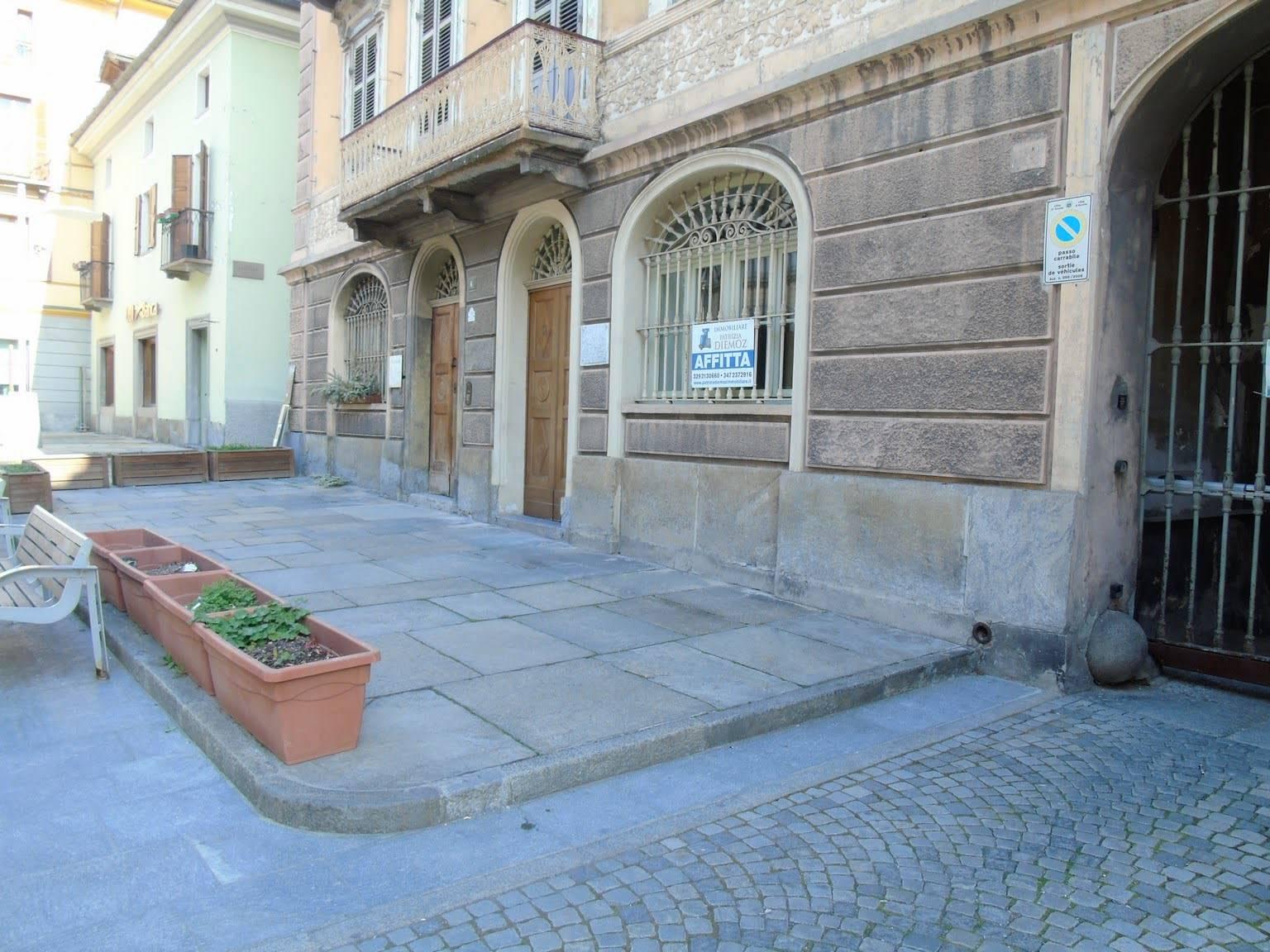 Immobile Commerciale in affitto a Aosta, 2 locali, zona Zona: Centro, prezzo € 850 | CambioCasa.it
