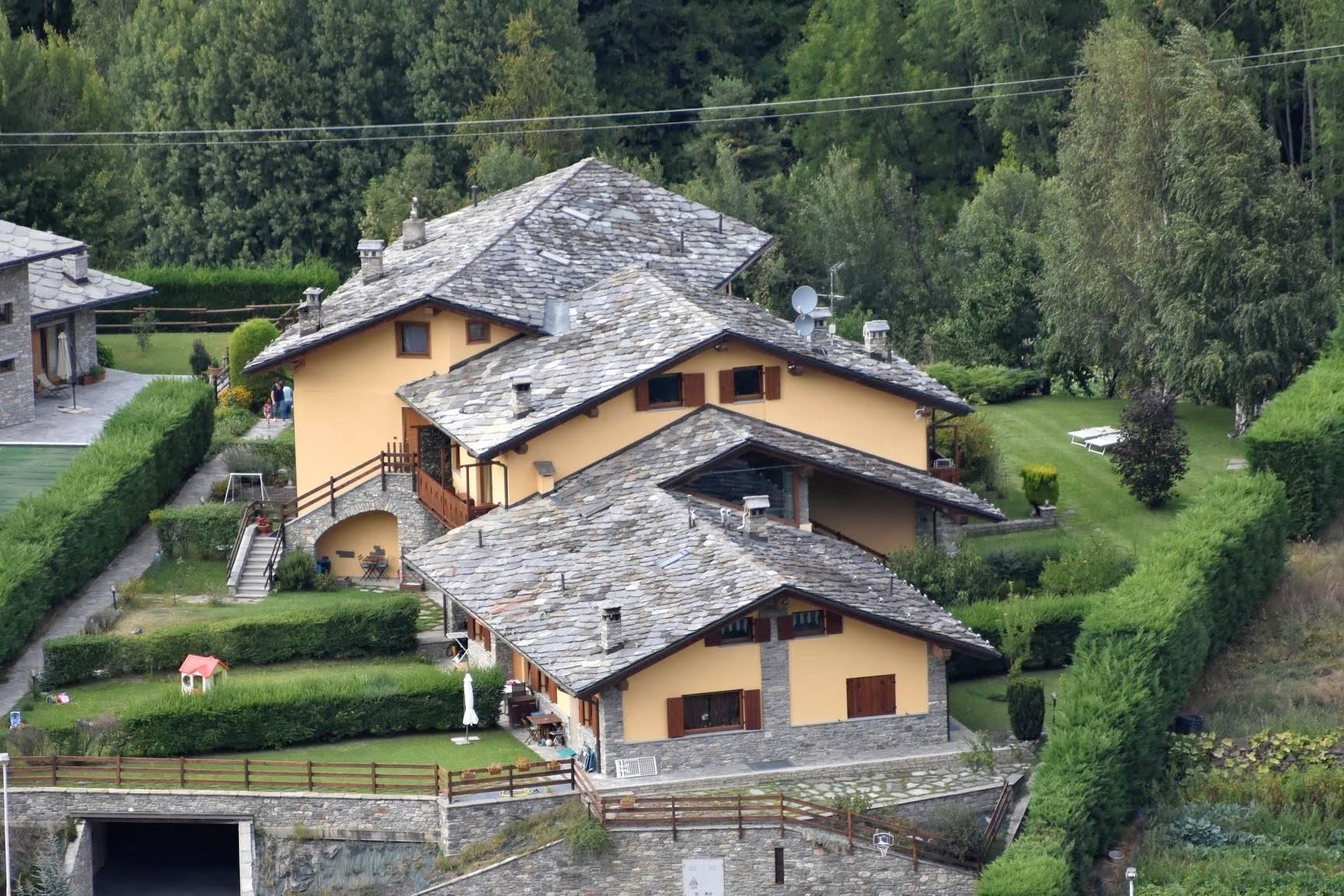 Soluzione Indipendente in vendita a Villeneuve, 7 locali, prezzo € 380.000 | PortaleAgenzieImmobiliari.it