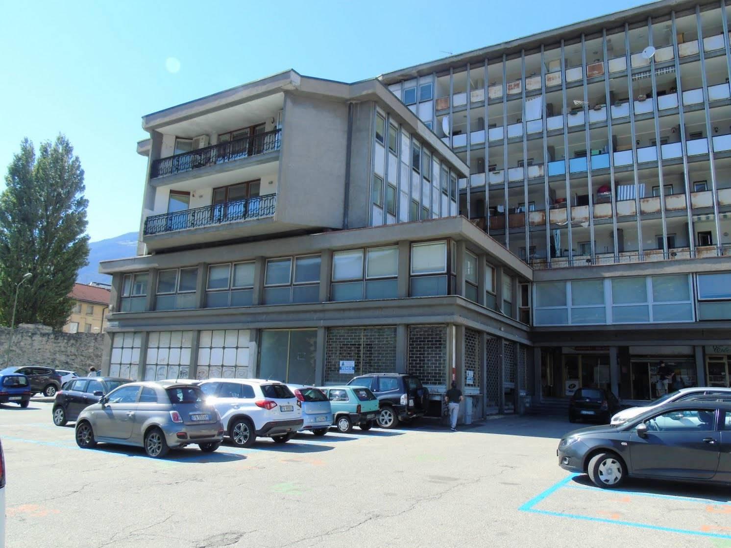 Negozio / Locale in affitto a Aosta, 3 locali, zona Zona: Centro, prezzo € 1.600 | CambioCasa.it