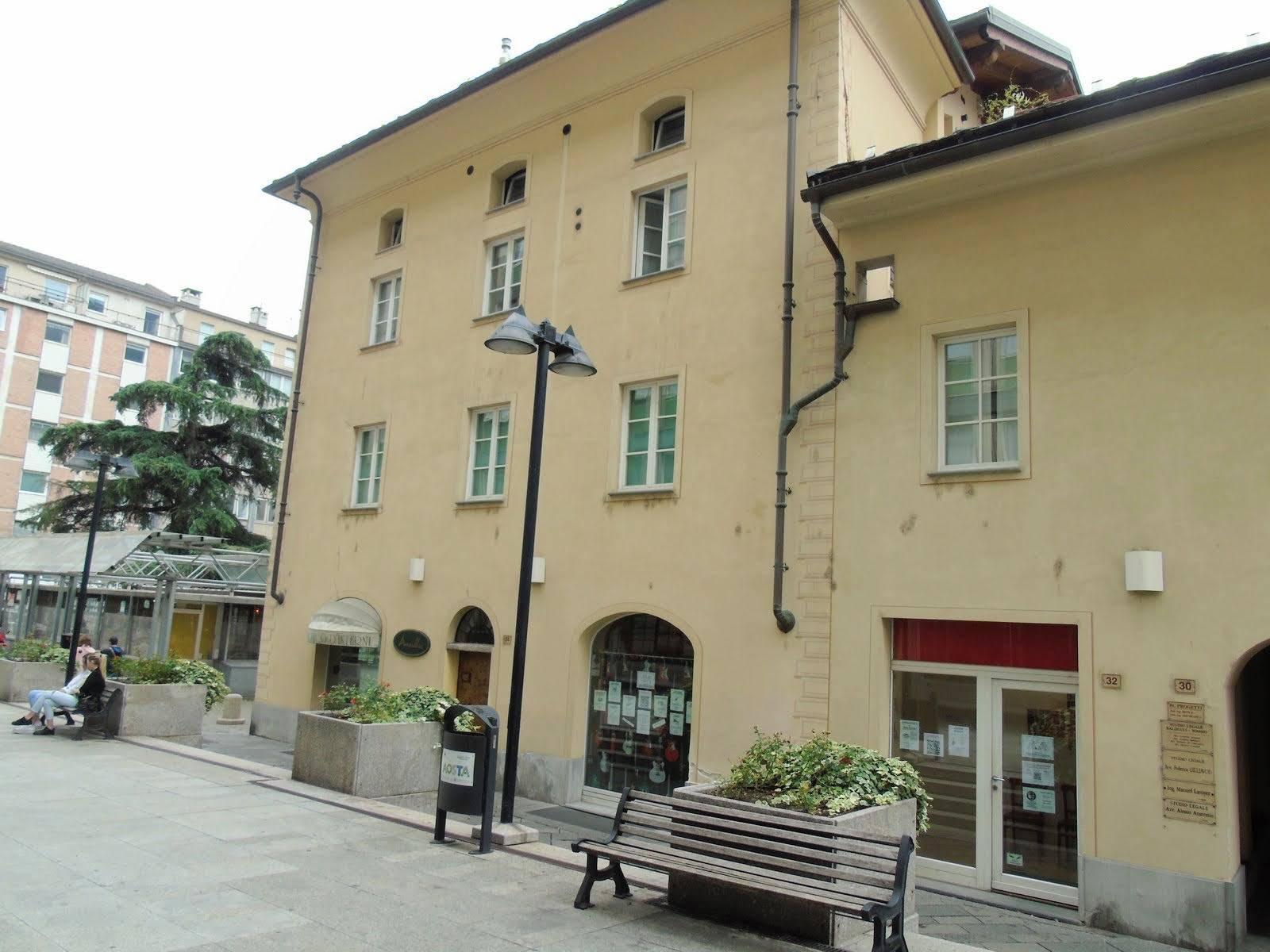 Ufficio / Studio in vendita a Aosta, 2 locali, zona Zona: Centro, prezzo € 270.000 | CambioCasa.it