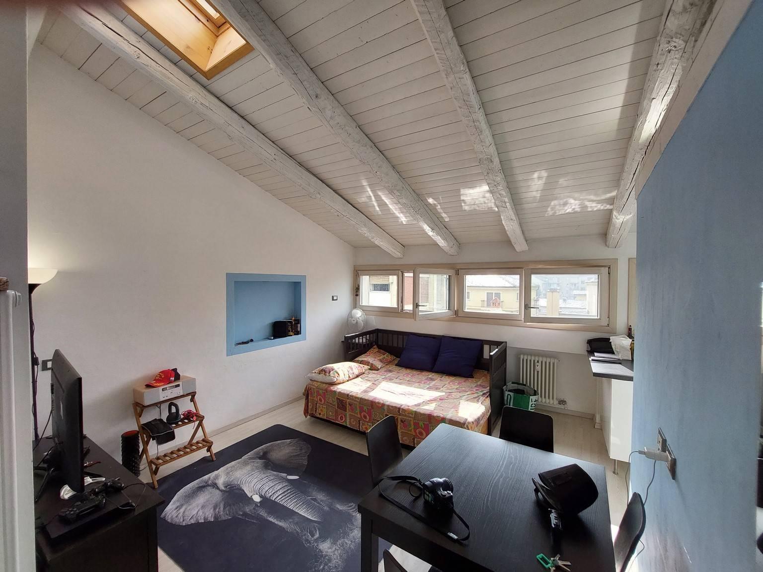 Appartamento in affitto a Aosta, 1 locali, zona Zona: Centro, prezzo € 450 | CambioCasa.it