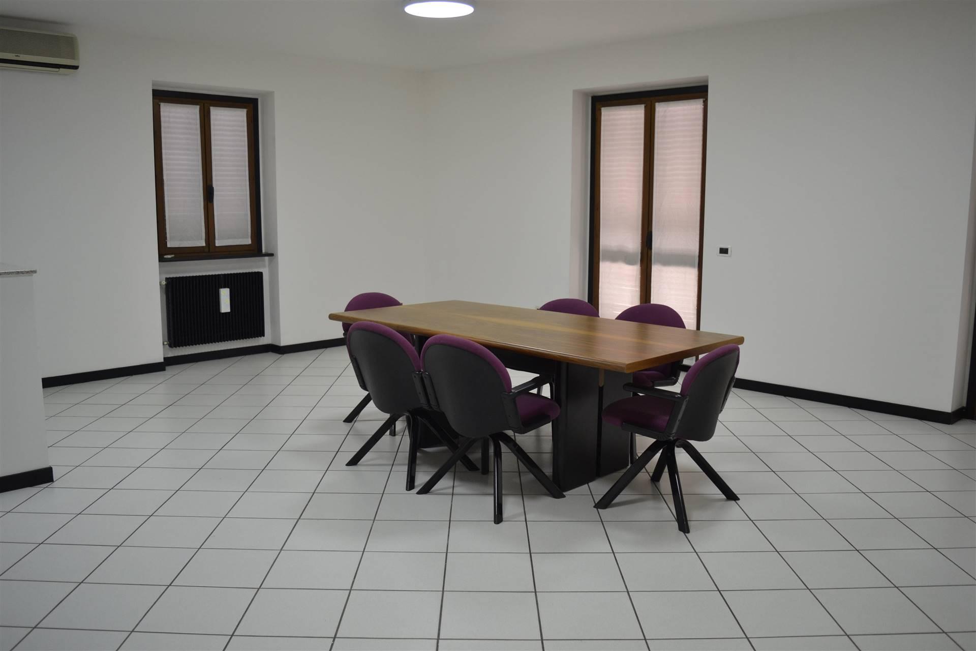 Ufficio / Studio in affitto a Carpaneto Piacentino, 5 locali, prezzo € 1.050   CambioCasa.it