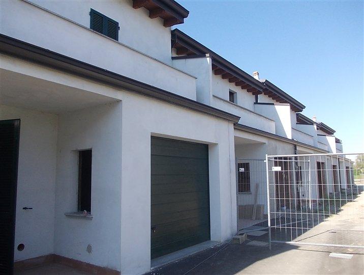 Vendesi Villa a Schiera a San Giorgio Piacentino