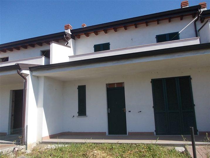 A San Giorgio Piacentino Villa a Schiera  in Vendita