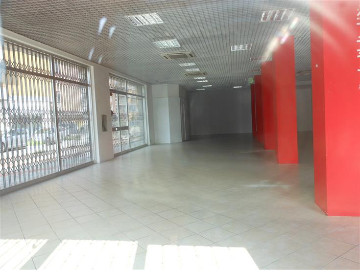 Negozio, Viale Dante, Piacenza