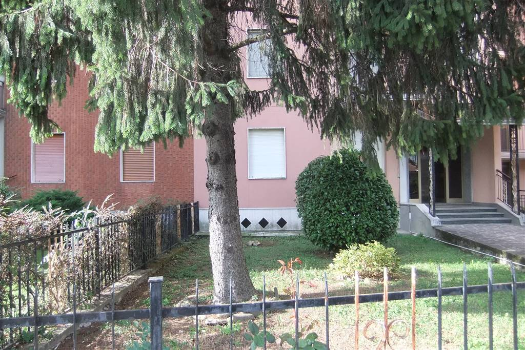 Trilocale in Via Rosso  46, Quart. 2000, Piacenza