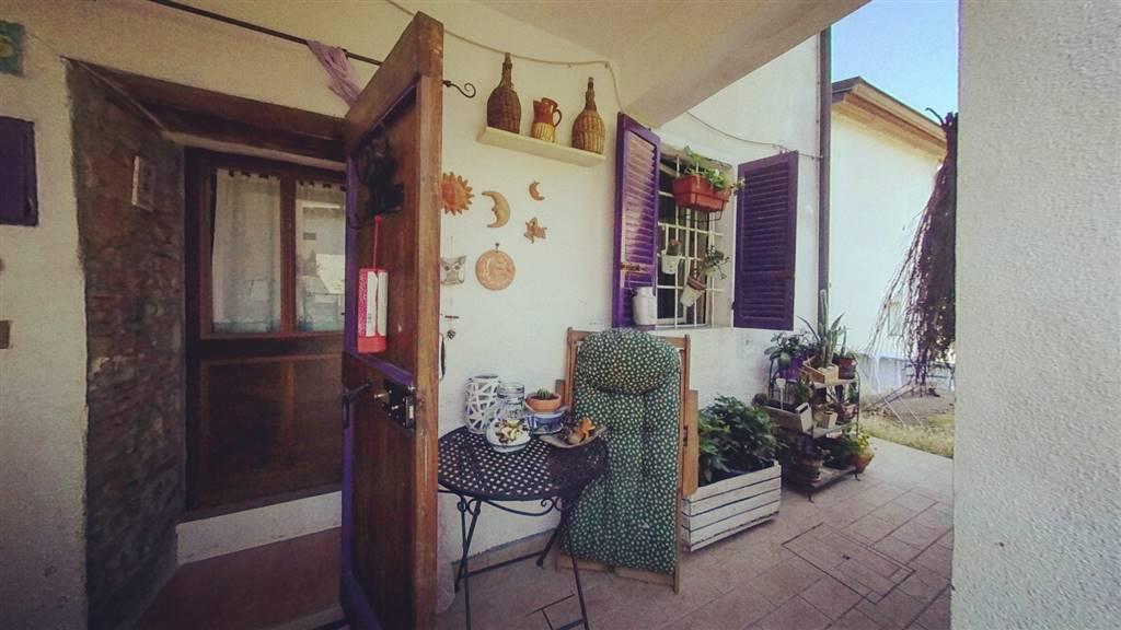 Casa semi indipendente in Via Chiesa, Sariano, Gropparello