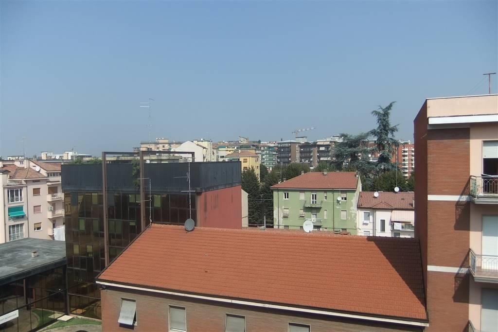 Trilocale, Viale Dante, Piacenza, abitabile