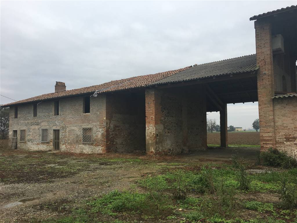 Rustico / Casale in vendita a San Giorgio Piacentino, 7 locali, zona Località: SAN GIORGIO, prezzo € 160.000   CambioCasa.it
