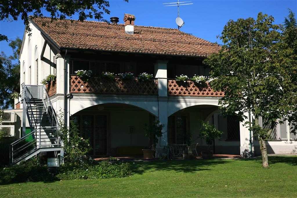 Villa, Piacenza, ristrutturata