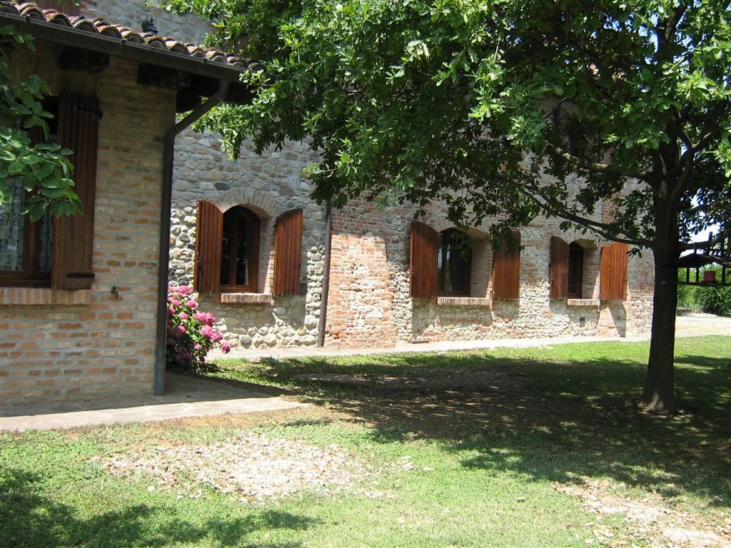 Rustico casale, San Giorgio Piacentino, in ottime condizioni