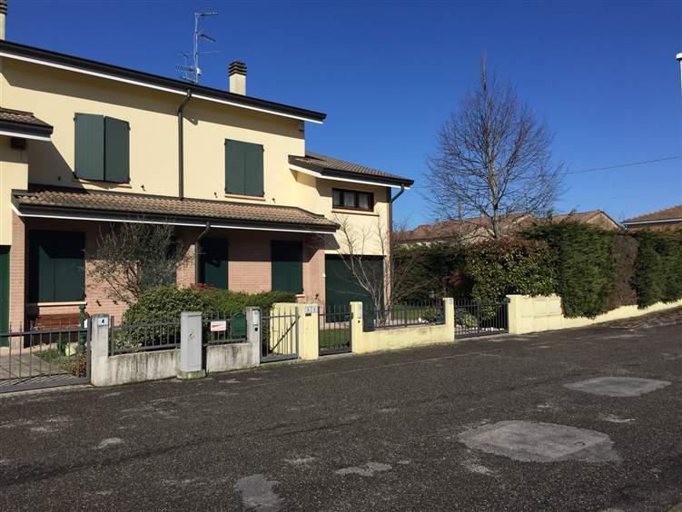 Villa a schiera, Reggiolo, in ottime condizioni