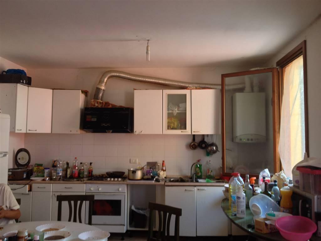 Appartamento in vendita a Guastalla, 5 locali, zona Rocco, prezzo € 90.000 | PortaleAgenzieImmobiliari.it