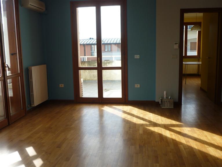 Appartamento in vendita a Guastalla, 6 locali, prezzo € 150.000 | PortaleAgenzieImmobiliari.it