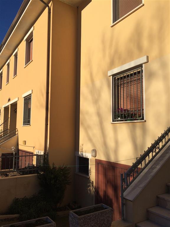 Villa in vendita a Moglia, 4 locali, zona anello, prezzo € 110.000 | PortaleAgenzieImmobiliari.it
