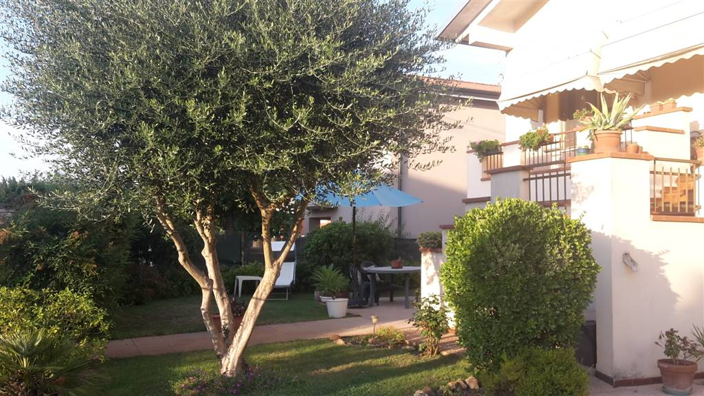 Villa, Curtatone, abitabile